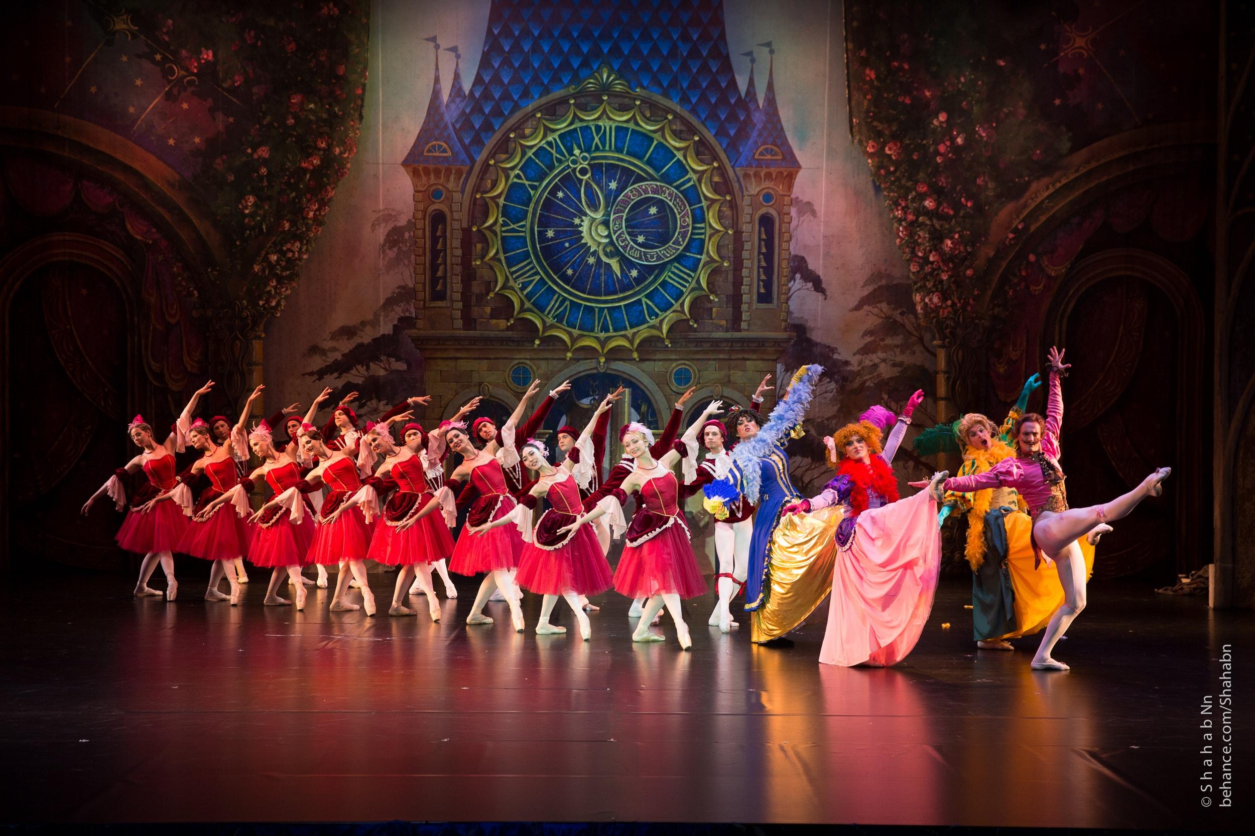 Известная балерина Людмила Титова открывает детям дорогу в русскую школу балета.